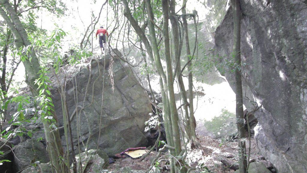 """Claudio Bresiguella escalando a via """"Arranha-céu"""""""
