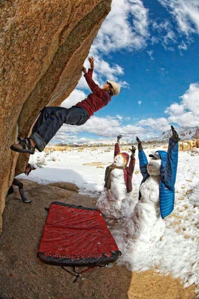 Escaladora e seus bonecos de neve